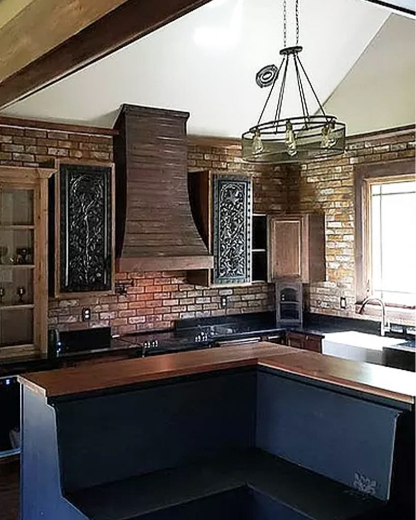Face Brick pattern interior kitchen Wall in the New Castle color.