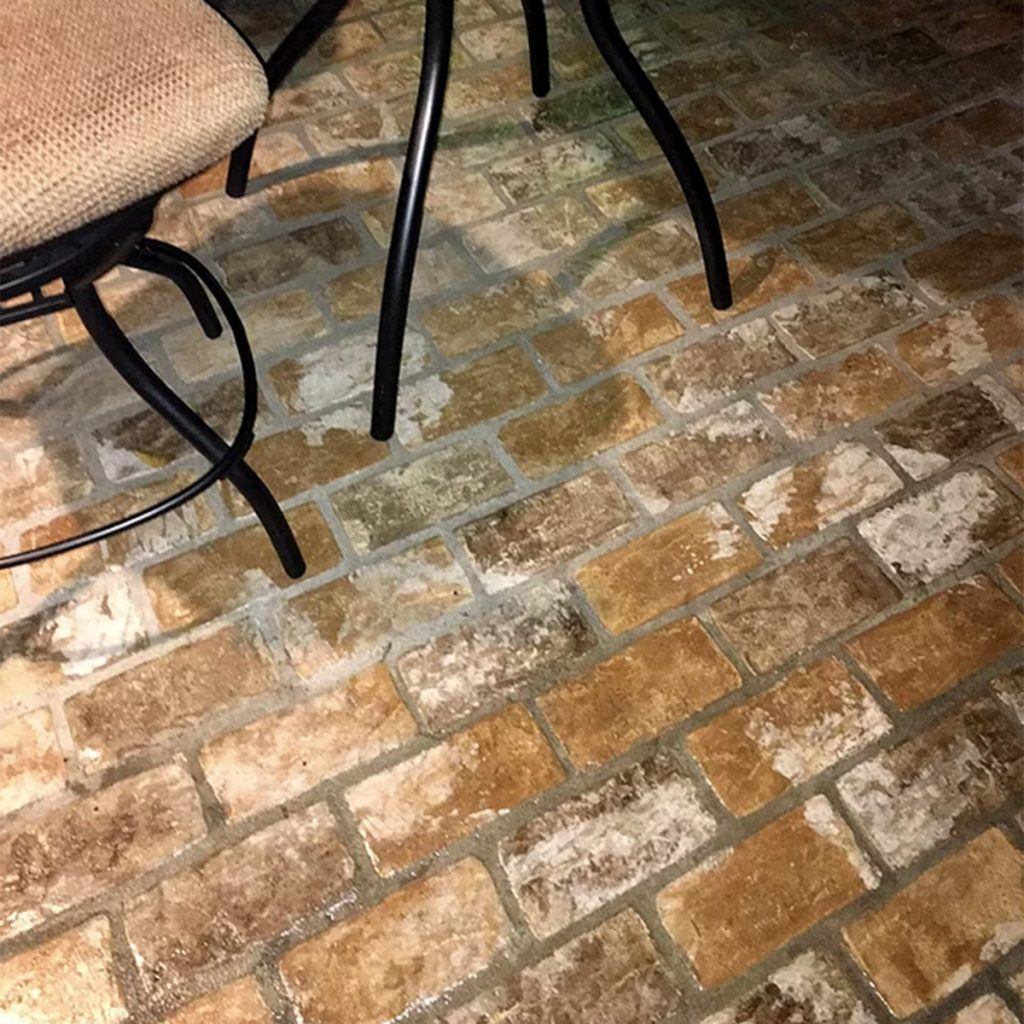 Large Runningbond outdoor patio Floor pattern in the New Castle color.