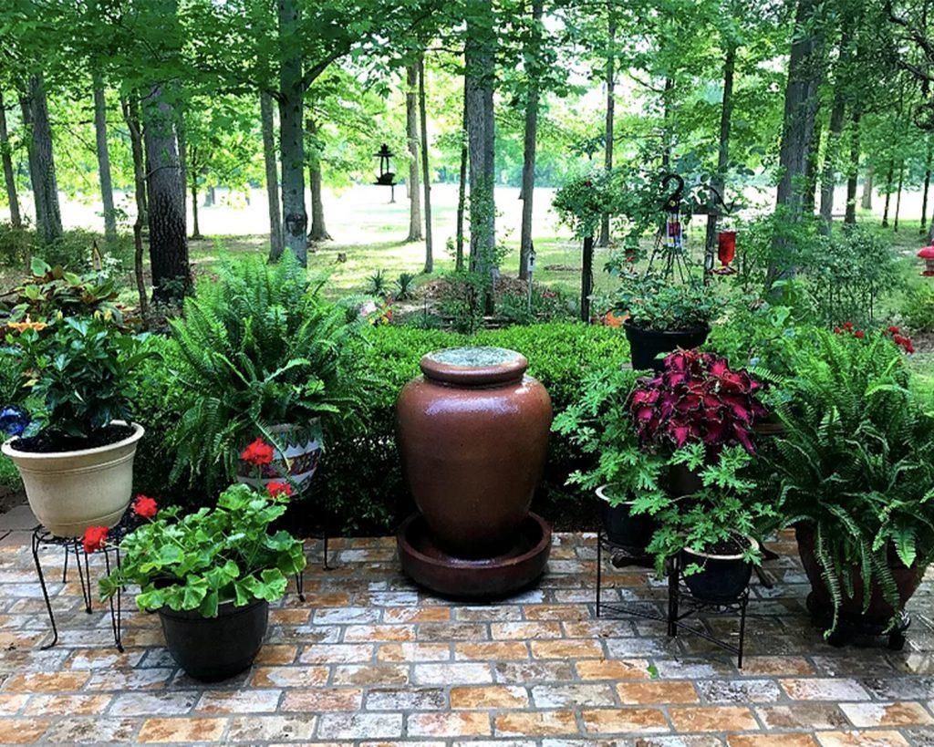 Large Runningbond pattern outdoor patio garden Floor in the New Castle brick color.