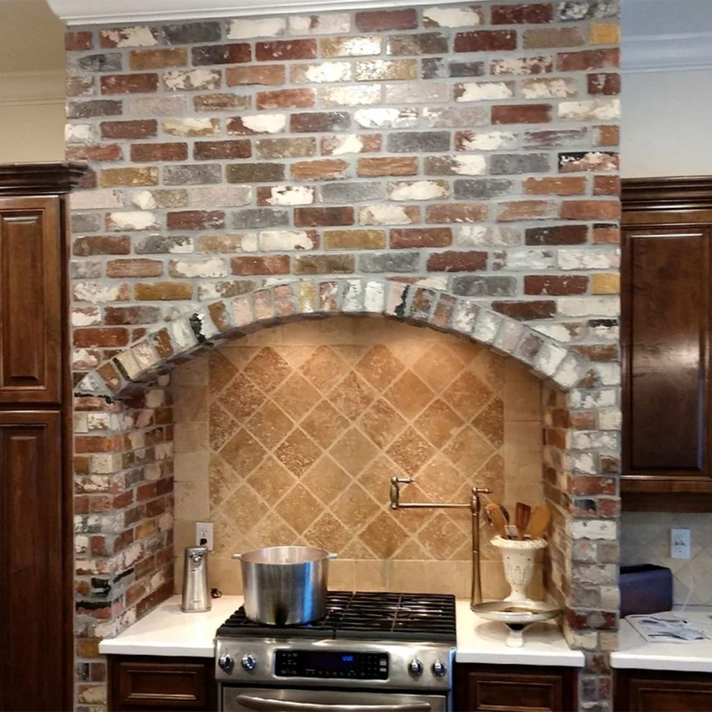 Wall in Rose Hill color with Face Brick pattern