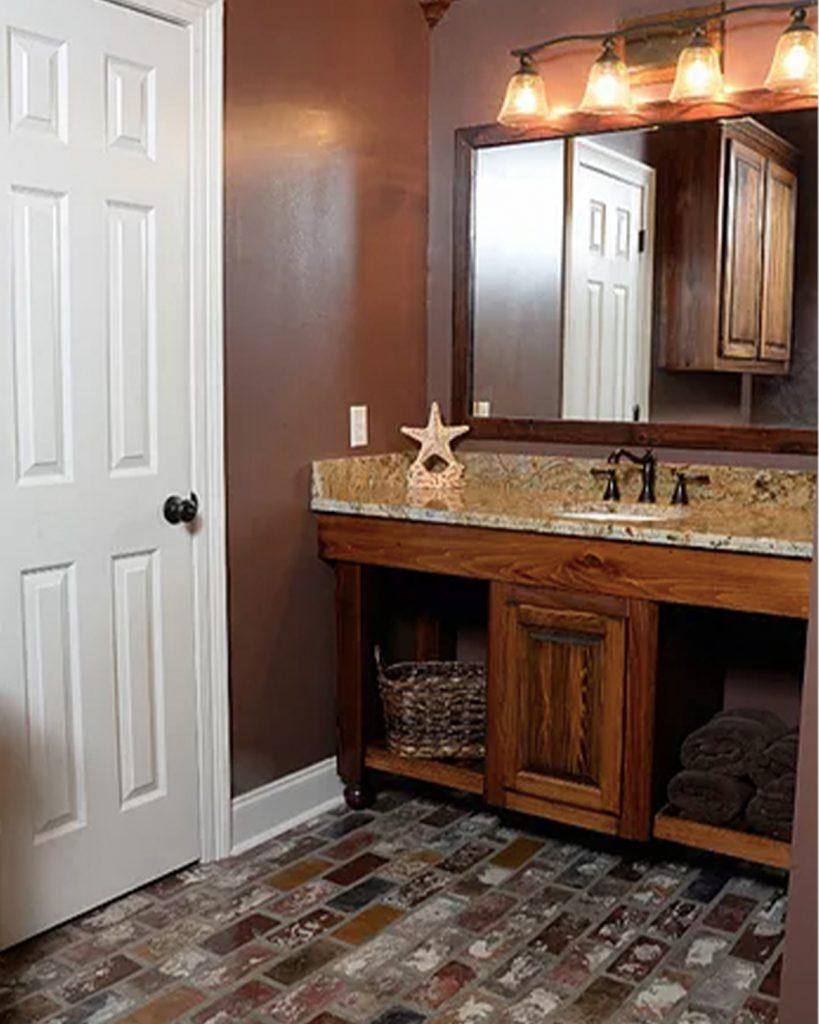 Runningbond pattern bathroom Floor in the St. Louis color.